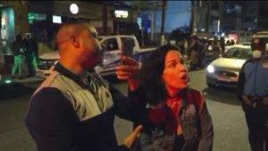 Mulher flagrada agredindo verbalmente fiscal em reportagem do Fantástico é demitida; Veja vídeo